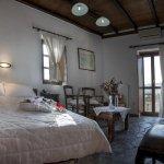 Limeni Village Hotel resmi