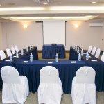 Amplios salones de negocios/exposiciones equipados