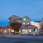 Holiday Inn Express Hotel & Suites Image
