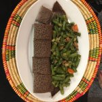 Fassolia (green beans and carrots with injera bread)