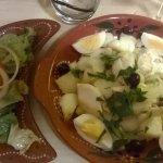 morue à l'œuf dur et sa salade à part
