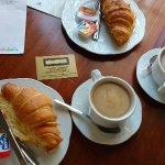 Café con croissants