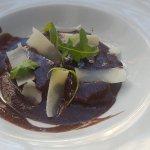 Carrilera al vino tinto con aromas de chocolate lascas de parmesano y rucula .Nuevos platos para