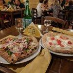 Cornicioni morbidi, ingredienti ottimi e disponibilità nel preparare pizze con forme particolari