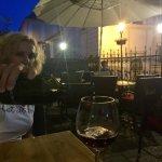 romantický večer strávený pri pohári vína