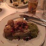 Andre tallerken, også med Aass pilsner og Lauritz akevitt.