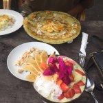 Pancakes with moringa, organic chicken with rice, smoothie bowl with moringa