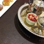 Un dessert accompagné d'un sublîme thé à la menthe et les arachides rhooooooooo
