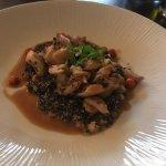 hlavní chod - Konfitovaný králík, quinoa rizoto, jeřabiny