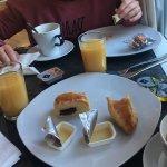 Hostal modernizado con buen desayuno y muy limpio y buena atención por parte del personal , buen