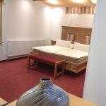 Wunderschönes geräumiges Zimmer mit Himmelbett und Whirlpool und vielen kleinen Extras