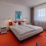 Doppelzimmer mit durchgehender Matratze