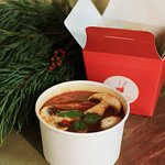 Локшина і суп том ям (Noodles and tom yum)
