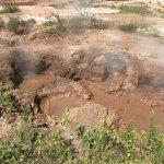 Este é um dos hervideros. A lama vulcânica se movimenta.