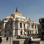 foto tomada desde la plaza frente al Palacio de Bellas Artes