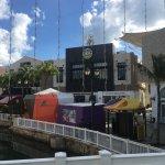 Photo de La Isla Shopping Village