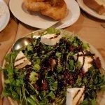 Τυρόπιτα στριφτή με μέλι και σαλάτα ρόκα με μανούρι!