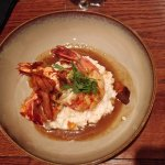 GAMBAS POELEES, RISOTTO CREMEUX, BISQUE DE HOMARD