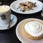 Coffee, lemon pie and dulce de leche pancake