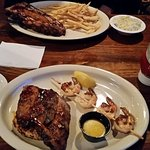 Small rack of ribs with fries, BBQ Trio