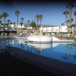 An evening view of pool at Vista Oasis Sonnenland Gran Canaria