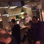 Дистиллят бар открылся совсем недавно, но уже радует домашней атмосферой,крепкими напитками на л