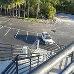 Hhacia el estacionamiento