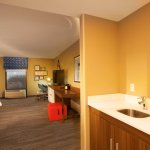 King Deluxe/Suite - Sleeps 2 with Small Kitchen Space