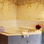 Windmill Suite jetted tub.