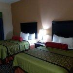 Days Inn & Suites by Wyndham Savannah North I-95 Photo