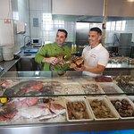 Nuestro Expósitor  y cocina vista al público calidad asegurada