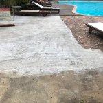 am Pool diverse unterschiedliche Beton-Schichten