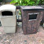 Mülleimer in unappetitlichem Zustand