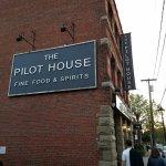 Photo de The Pilot House