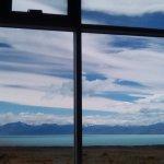 Vista del Lago Argentino desde la cafetería del Glaciarium