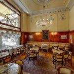 Sala Donatello, Caffè Gilli