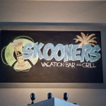 Foto Skooners Vacation Bar and Grill