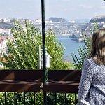 El aperitivo en la terraza ante una vista impresionante