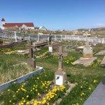 cimetière à côté de l'église sur l'île