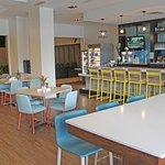Palm Breezes Bar & Lounge
