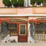 Wejście do winiarni i restauracji Villa Eva