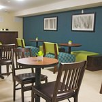 Photo of La Quinta Inn & Suites Oshawa