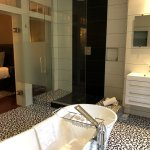 Bathroom with Soaking Tub in Oban Suite Room