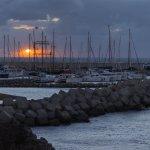 Порт ранним утром с пасмурную погоду