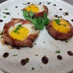 Uovo al tegamino con cipolla e pancetta