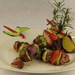 Schweinefleisch- Spieße mit Zucchini, Bacon, Pilze, Zwiebeln, Paprika mit Ofenkartoffeln