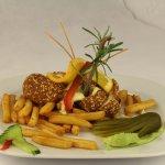 Mit Käse gefüllte Hühnerbrust mit Sesamkorn paniert