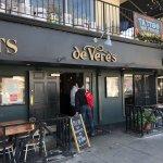 ภาพถ่ายของ De Vere's Irish Pub