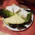 Ce restaurant que du bonheur des tapas au dessert un régal et Super Copieux et cerise sur le gât