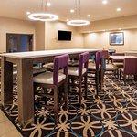 Photo of La Quinta Inn & Suites Pontoon Beach